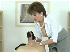 ENGLISH MILF TEASING HANDJOB