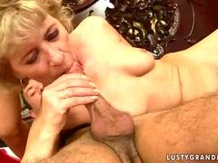 Dude fucking a hot granny and she orgasms on his dick