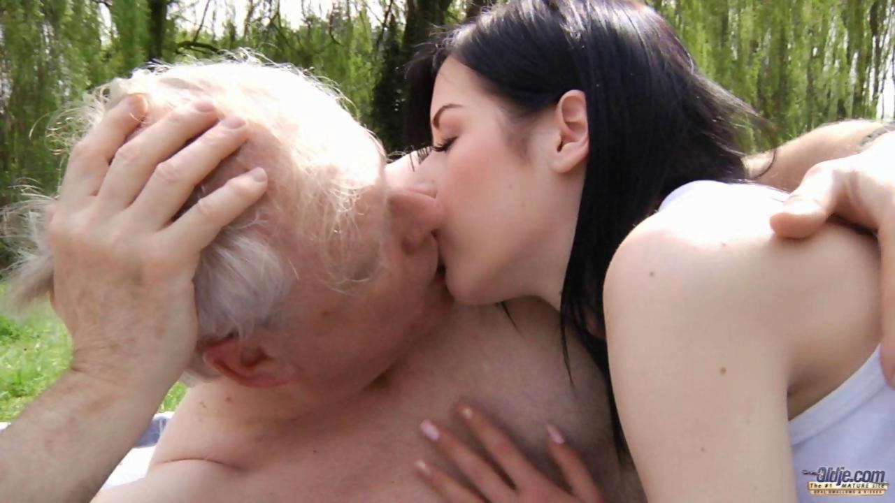 hot sex fuckin old men with small girls