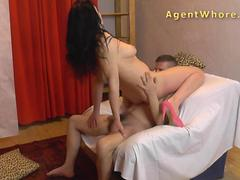 Reverse casting - Sexy MILF tests a guys licking skills