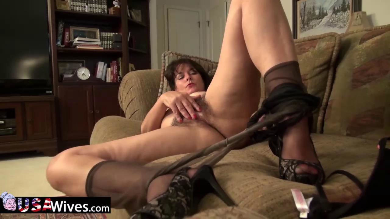 Usawives rose masturbating her pussy using toys 3