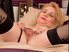 Horny mature pussy on Lily Roma
